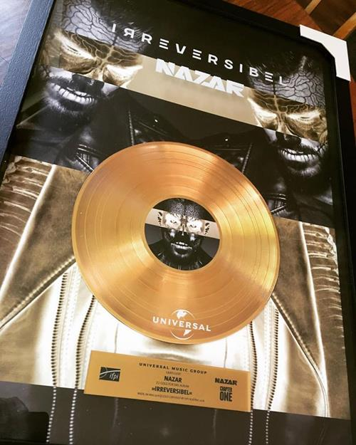 GOLD Award & Platz 1 Albumcharts
